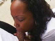 Негритянка и ее впечатляющие умения в сексе