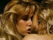 Блондинки понимают друг друга с полуслова