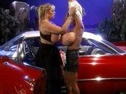 Гиг Порно  Сиськастые сучки меряются своей грудью