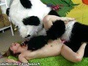 Подросшая дочка порется с плюшевым пандой