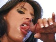 Гиг Порно  Похотливая порно звезда отсосет твой хер