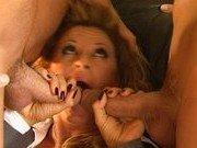 Порно звезда умеет вести переговоры сексом