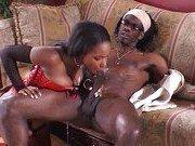 Негритянка подготовила сексуальную программу