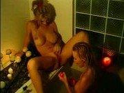 Чувственный секс в ванной двух подруг