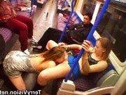Лесбиянки покорили пассажиров в метро