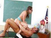 Преподаватель провел презентацию пениса студентке
