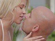 Блондиночка обожает чувственный секс