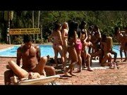 Бурная дикая оргия с красавицами возле бассейна