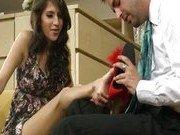 Порно звезда трахается с продавцом обувного магазина