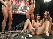 Группа лесбиянок устроила оргию с секс машиной