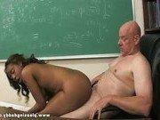 Профессор поставил студентку перед выбором