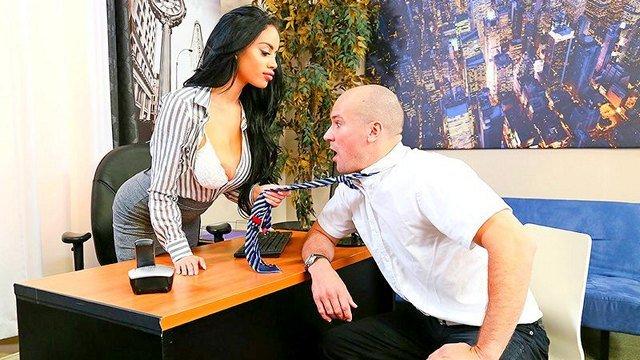 Гиг Порно Грудастая бизнес-леди решила по своему наказать надоедливого продавца мебели HD Большие Сиськи Большие Члены Брюнетки В Офисе / Секретарши Жесткий Секс Зрелые Женщины Красотки Латинки Нижнее Бельё Порно Звезды гигпорно видео