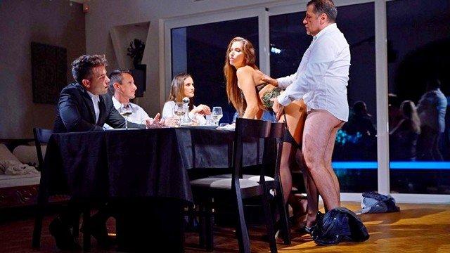 Гиг Порно Журналистка проходит анальный обряд за ужином чтобы попасть в закрытое общество HD Анальный Секс Брюнетки В Позе Раком Жесткий Секс Красотки Молодые Натуральные Сиськи Нижнее Бельё Фетиш гигпорно видео