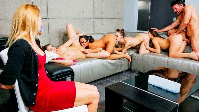 Гиг Порно Плохие девчонки наказали милфу привязав к стулу и устроив групповуху с мужем у нее на глазах HD Грубый Секс Групповой Секс Жесткий Секс Минет Молодые Оргии гигпорно видео
