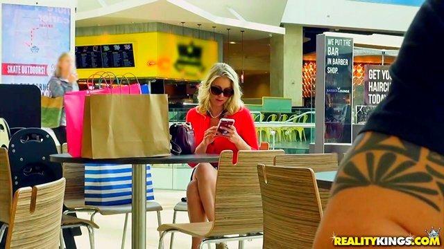 Гиг Порно Заметили красивую зрелую милфу, проследили за ней до дома и не разочаровались HD Блондинки Большие Сиськи Жесткий Секс Зрелые Женщины Красотки Мамки Минет Нижнее Бельё Реалити Порно гигпорно видео