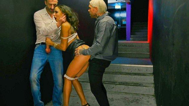 Порно в ночных клубах смотреть