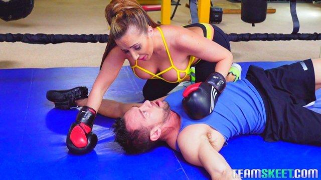 Гиг Порно Телка с огромными сясяндрами вырубила тренера ударом и помогла оправиться жеским сексом гигпорно видео