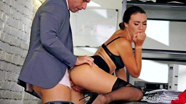 Секс с шикарной секретаршей онлайн бесплатно