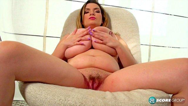 Смотреть порно видео стриптиз со стройной попкой и среднем размером сисек