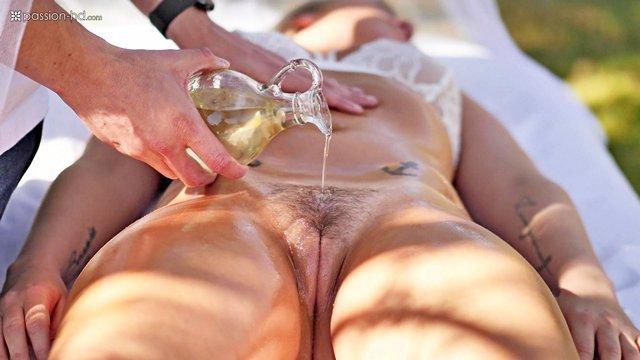 Гиг Порно Красивый и нежный секс в саду, с массажем в начале и обильным камшотом спермой на лицо в конце, эротика гигпорно видео