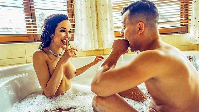 Гиг Порно Отец парня знакомит его с будущей мачехой, ненасытной до жесткой ебли нимфоманкой с бешенством матки HD Брюнетки Домашнее Порно Жесткий Секс Забавное Зрелые Женщины Куннилингус Мамки Минет гигпорно видео