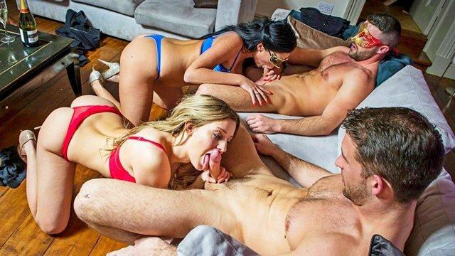 Порно обмен партнерами двух пар онлайн