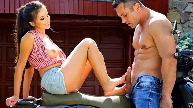 Экстремальный секс на улице с симпатичной блондинкой полное видео