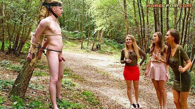 Гиг Порно Девушки в парке находят привязанного голого парня и по очереди отсасывают ему член дроча руками и получая взрыв спермы, cfnm HD Бондаж Групповой Секс Дрочка Минет Молодые Фетиш гигпорно видео
