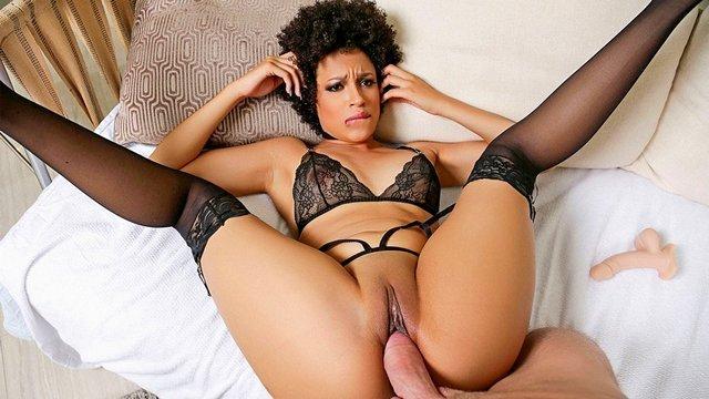 Смотреть порно онлайн крсивое нижнее белье сосет