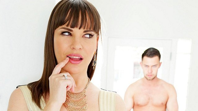 Гиг Порно Взрослый сын знает об изменах мачехи и заставляет её шантажом сосать у него и трахаться подставляя жопу для жестокого анала гигпорно видео