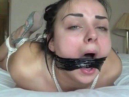 Гиг Порно доминация Бондаж Брюнетки Любители Минет гигпорно видео