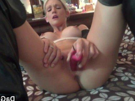 Гиг Порно Пышная мамочка мастурбирует розовым фаллосом перед глубоким отсосом HD Блондинки Зрелые Женщины Любители Секс от 1-го Лица гигпорно видео