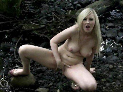 Гиг Порно Развратная англичанка трахает свою пизду резиновыми членами на улице HD Блондинки Британки Мастурбация На Публике Порно Звезды гигпорно видео