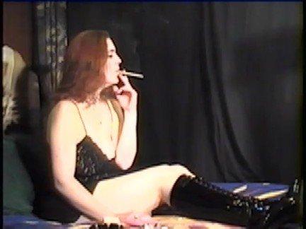 Гиг Порно Курящие smoking fetish аматюрка большая грудь брюнетка высокие каблуки девушка с девушкой крупным планом курит натуральные сиськи огромные дойки со странностями соло фетиш гигпорно видео