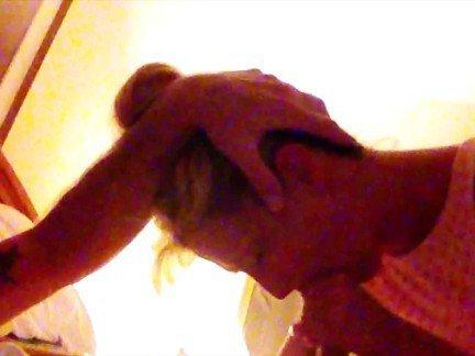 Гиг Порно Мужчина дает на клык превосходной блондинке в отеле HD Блондинки Зрелые Женщины Любители Реалити Порно гигпорно видео