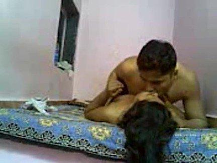 Гиг Порно Индийская телочка романтично потрахалась с соседским парнем в пилотку Большие Члены Веб-камеры Индианки Любители гигпорно видео