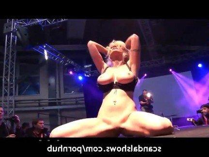 Гиг Порно девушек в постели Блондинки Большие Сиськи На Публике Стриптиз гигпорно видео
