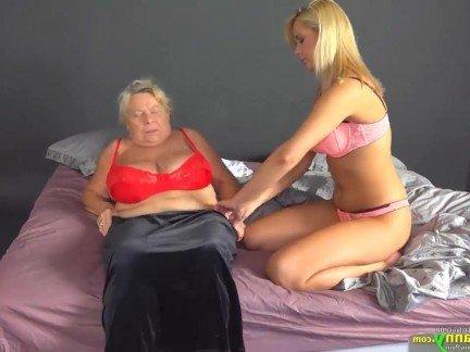 Гиг Порно Бабушка выебала бритый бутон внучки любимой игрушкой в нарезке порно HD Женщины в Возрасте Лесбиянки Подборки Старые и Молодые гигпорно видео