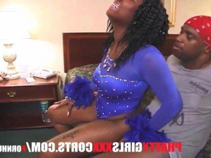 Гиг Порно Негритянка со здоровыми сиськами прыгает на белом члене в нарезке из кастингов Большие Жопы Большие Члены Негритянки Порно Звезды Стриптиз гигпорно видео
