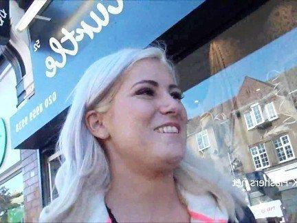 Гиг Порно На Публике uk flashers аматюрка англичанка блондинка бритая дразнится засветила мастурбирует на улице подглядывание публично трах на улице трет пизду гигпорно видео
