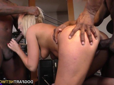Эротические видеоы жесткий секс с двумя неграми