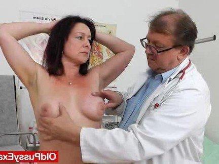 Смотреть порно онлайн осмотр девушки у гинеколога
