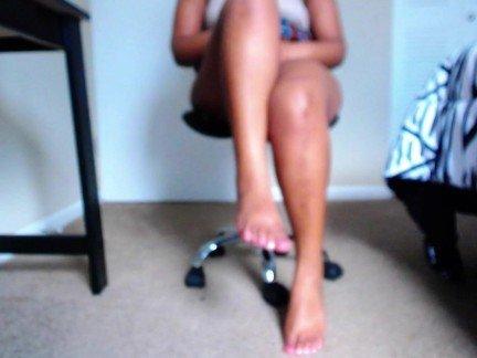 Гиг Порно Молодая девка с пухлым телосложением мастурбирует киску на камеру HD Домашнее Порно Любители Молодые Негритянки Эксклюзив гигпорно видео