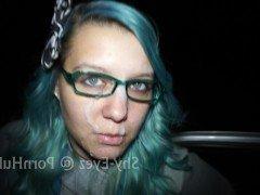 Гиг Порно Крашеная цыпочка в очках заставила парня кончить от минета на парковке гигпорно видео