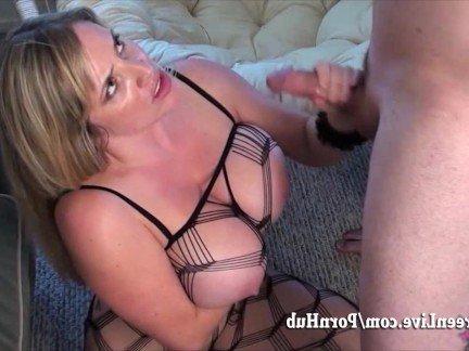 Гиг Порно Умелая мама с массивной грудью дала гусару в сексуальной сетке HD Блондинки Большие Сиськи Зрелые Женщины Любители Порно Звезды гигпорно видео