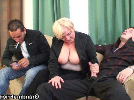 Гиг Порно Светловолосая бабушка возбудила внуком на секс втроем дрочкой членов HD Блондинки Большие Сиськи Женщины в Возрасте Секс Втроем гигпорно видео
