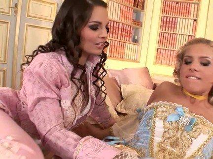 Гиг Порно Две принцессы с красивыми грудями занимаются лесбийскими ласками в замке HD Большие Сиськи Жесткий Секс Лесбиянки Секс Игрушки гигпорно видео