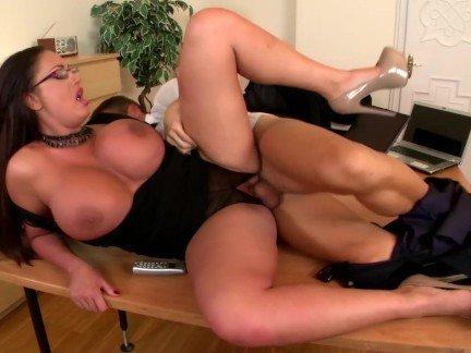 Гиг порно с супер грудастыми секретаршами