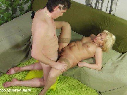 Гиг Порно поза 69 HD Блондинки В Сперме Женщины в Возрасте Маленькие Сиськи гигпорно видео