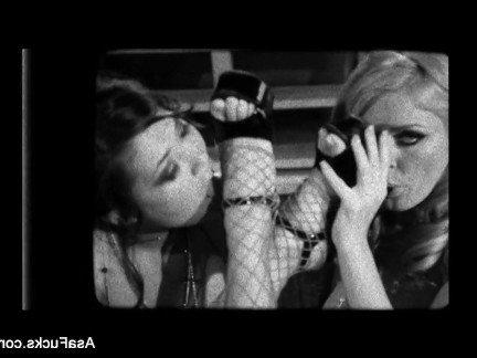 Гиг Порно Лесбийская блядушка получила секс с двумя порнозвездами на высоких каблуках гигпорно видео